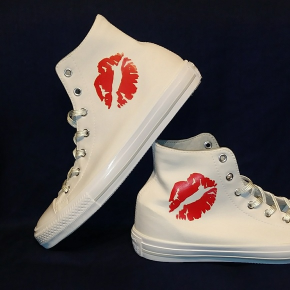 79b791176bbad2 NWT Converse Chuck Taylor All Star Kiss Red Lips